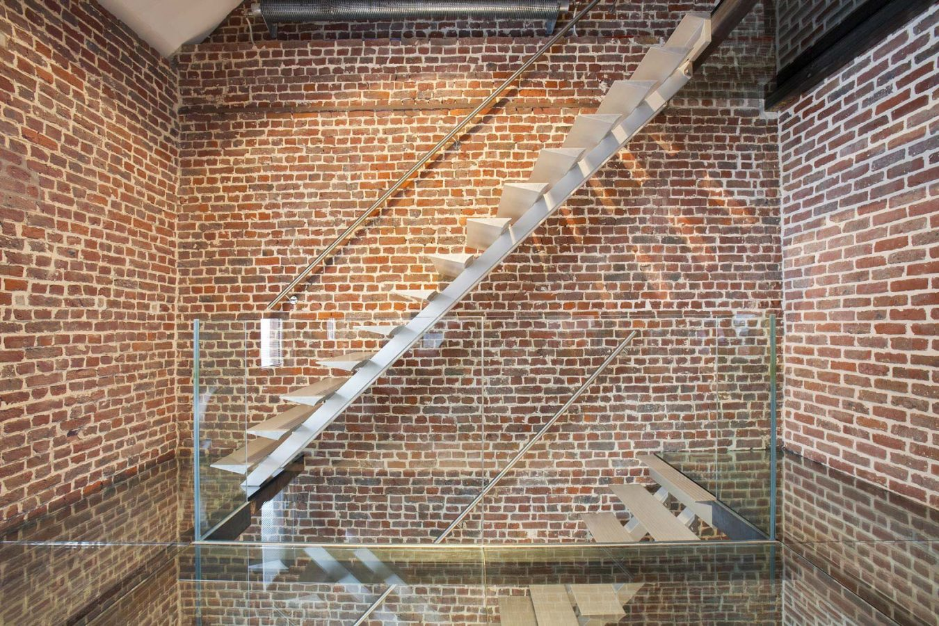 Escalier limon central aluminium design en Alsace