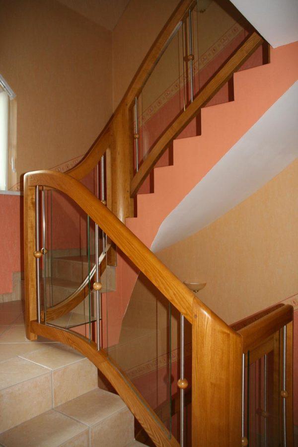 Rambarde d'escalier bois classique en Alsace
