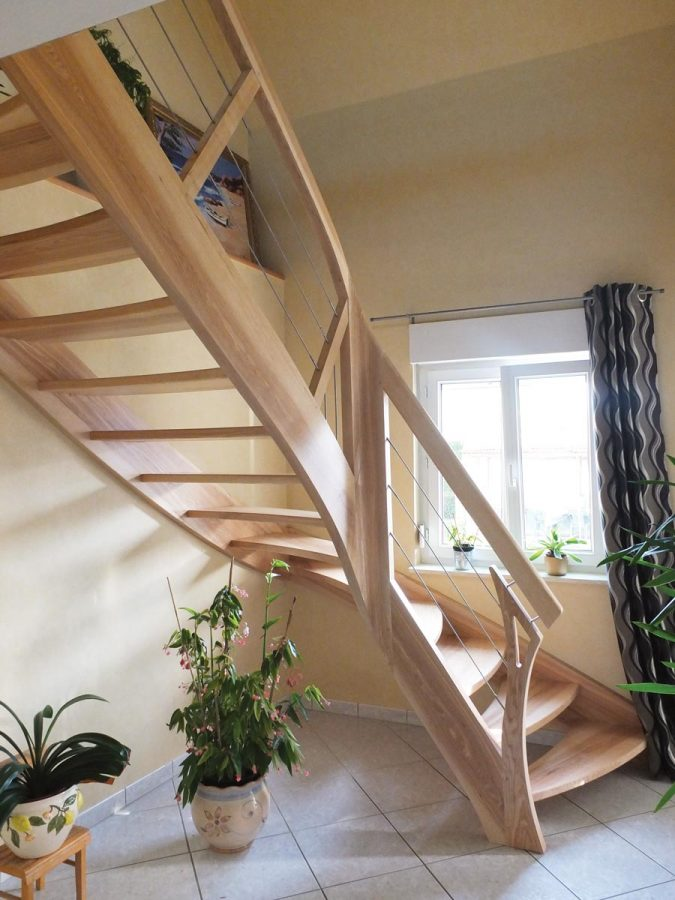 Escalier bois courbe moderne en Alsace