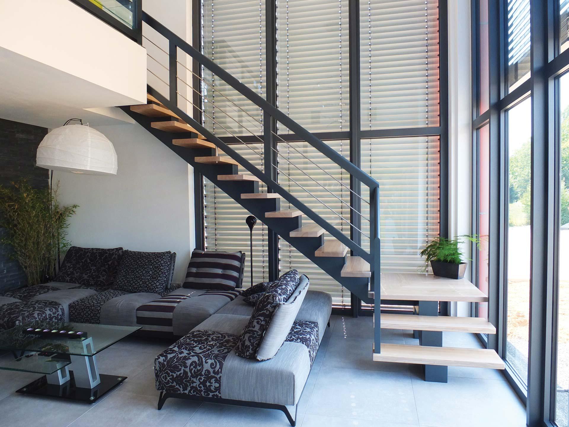 Escalier tout en bois et bois laqué métallisé