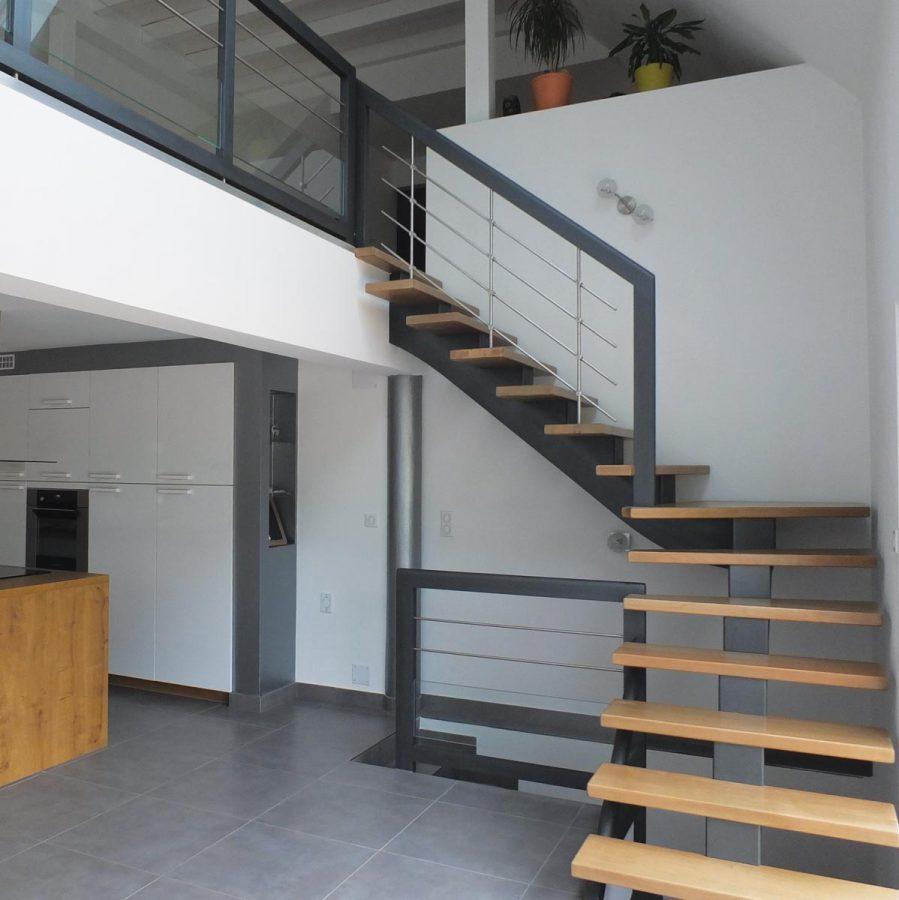 escalier limon central 4 ambiance escalier. Black Bedroom Furniture Sets. Home Design Ideas