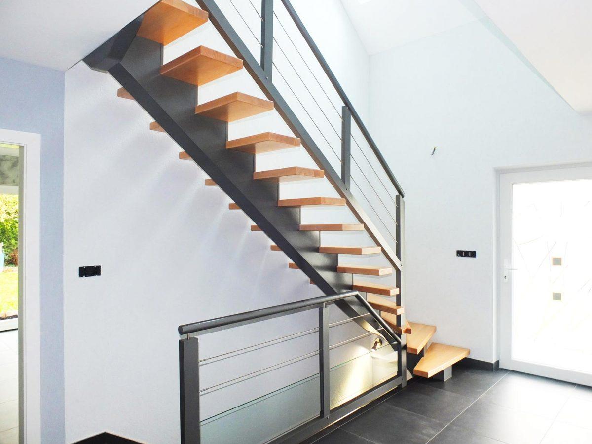 escalier limon central 5 ambiance escalier. Black Bedroom Furniture Sets. Home Design Ideas