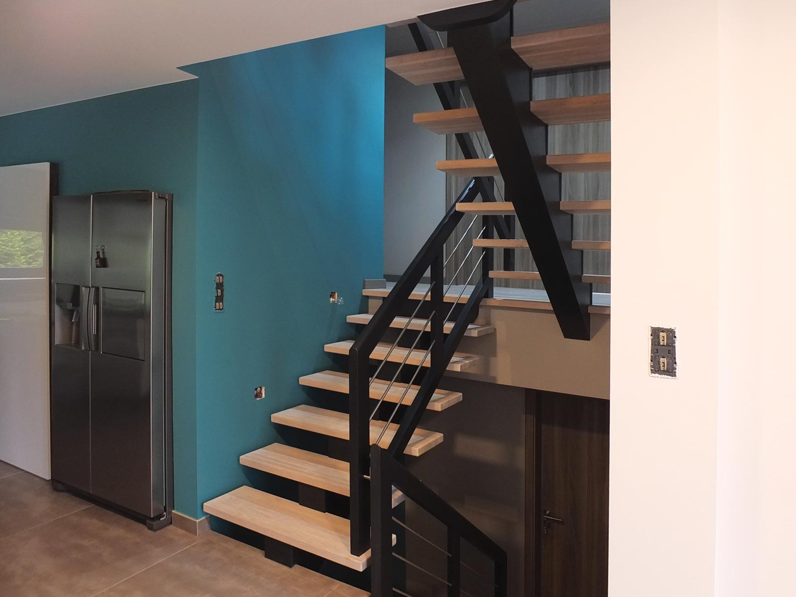 escalier limon central 6 ambiance escalier. Black Bedroom Furniture Sets. Home Design Ideas