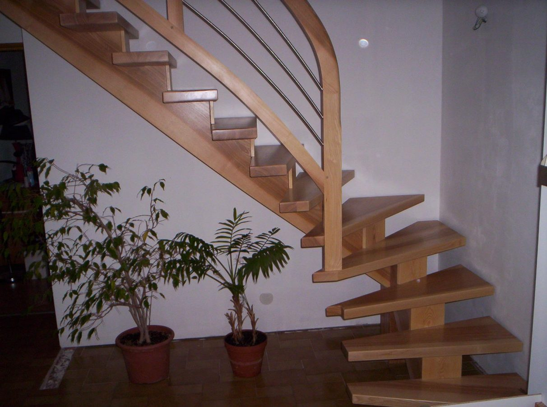 Escalier limon central bois en Alsace