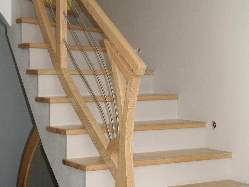 Habillage Escalier bois clair en Alsace