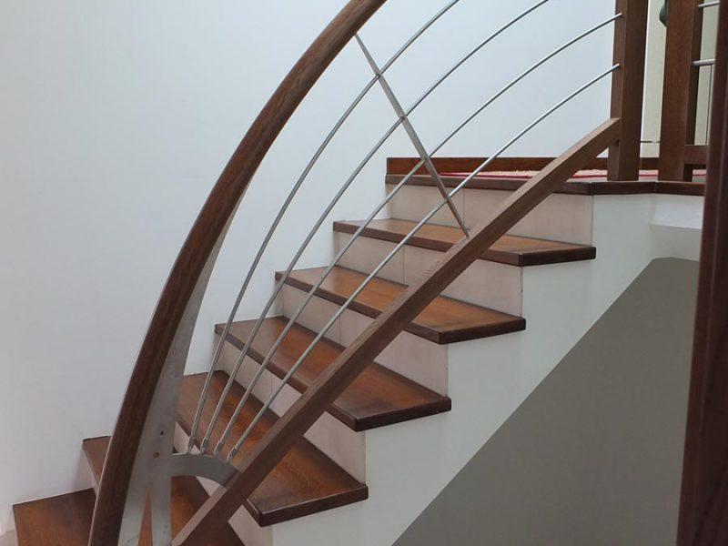 Rambarde d'escalier arrondie en Alsace