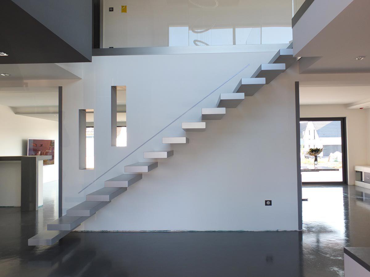 Escalier autoportant design laqué gris