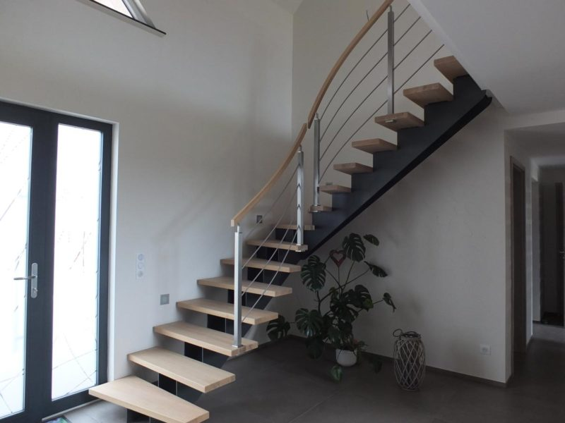 Escalier limon central contemporain