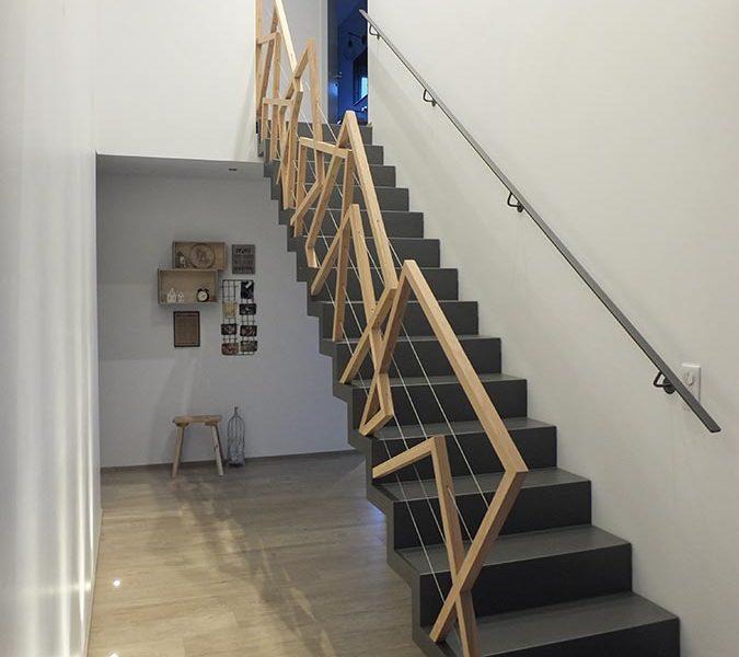 Garde corps d'escalier en bois déconstruit réalisé en Alsace