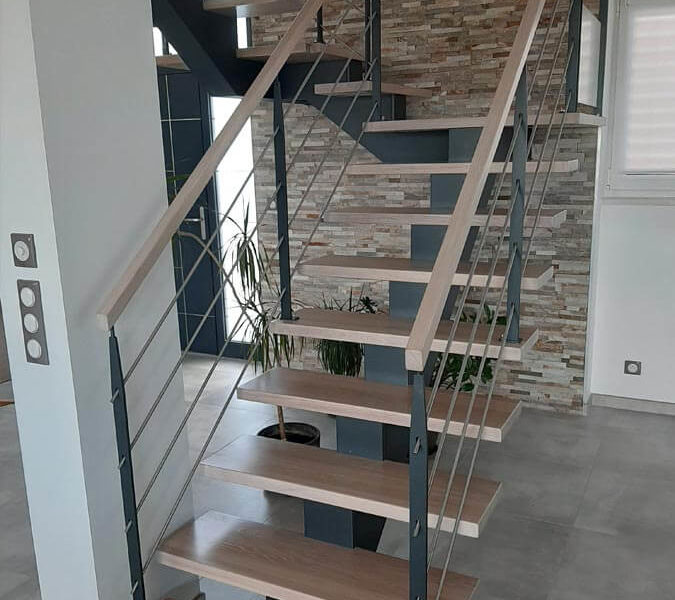 Escalier limon central contemporain en Alsace